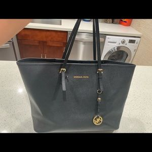 Authentic Michael Kors Bag in Black Leather